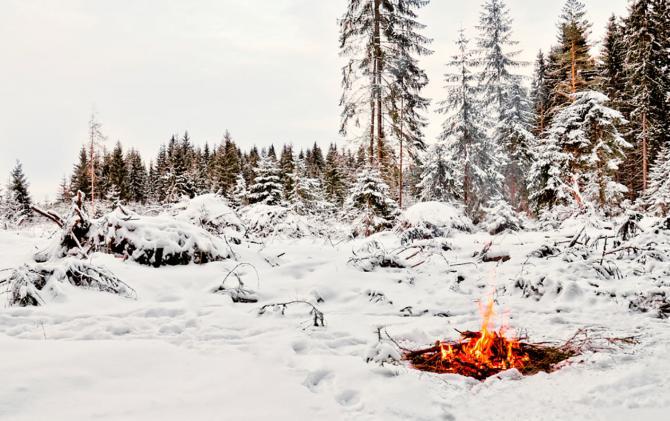 Så gör du upp en eld på snö
